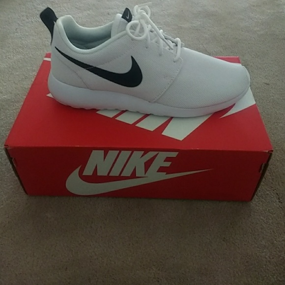 online store 45c40 86f0c NIB Nike Roshe One White and Black Running Shoe NWT
